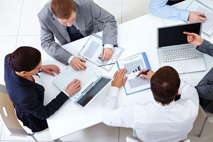 تحقیق-و-توسعه-در-طراحی-سایت-شرکت-بورسی